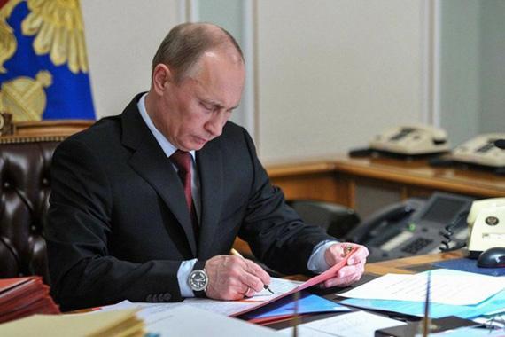 Владимир Путин поручил внести изменения по регулированию деятельности МФО