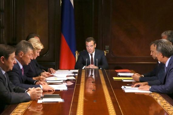 Дмитрий Медведев утвердил Стратегию государственной политики в области защиты прав потребителей