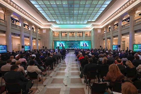 Банк России: Там, где не будет работать саморегулирование, мы будем вводить госрегулирование
