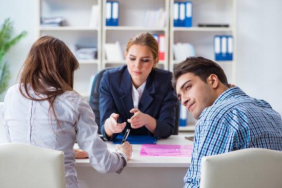 При подписании договора кредита (займа) с заемщиком нельзя одновременно договариваться об изменении порядка взыскания просроченной задолженности